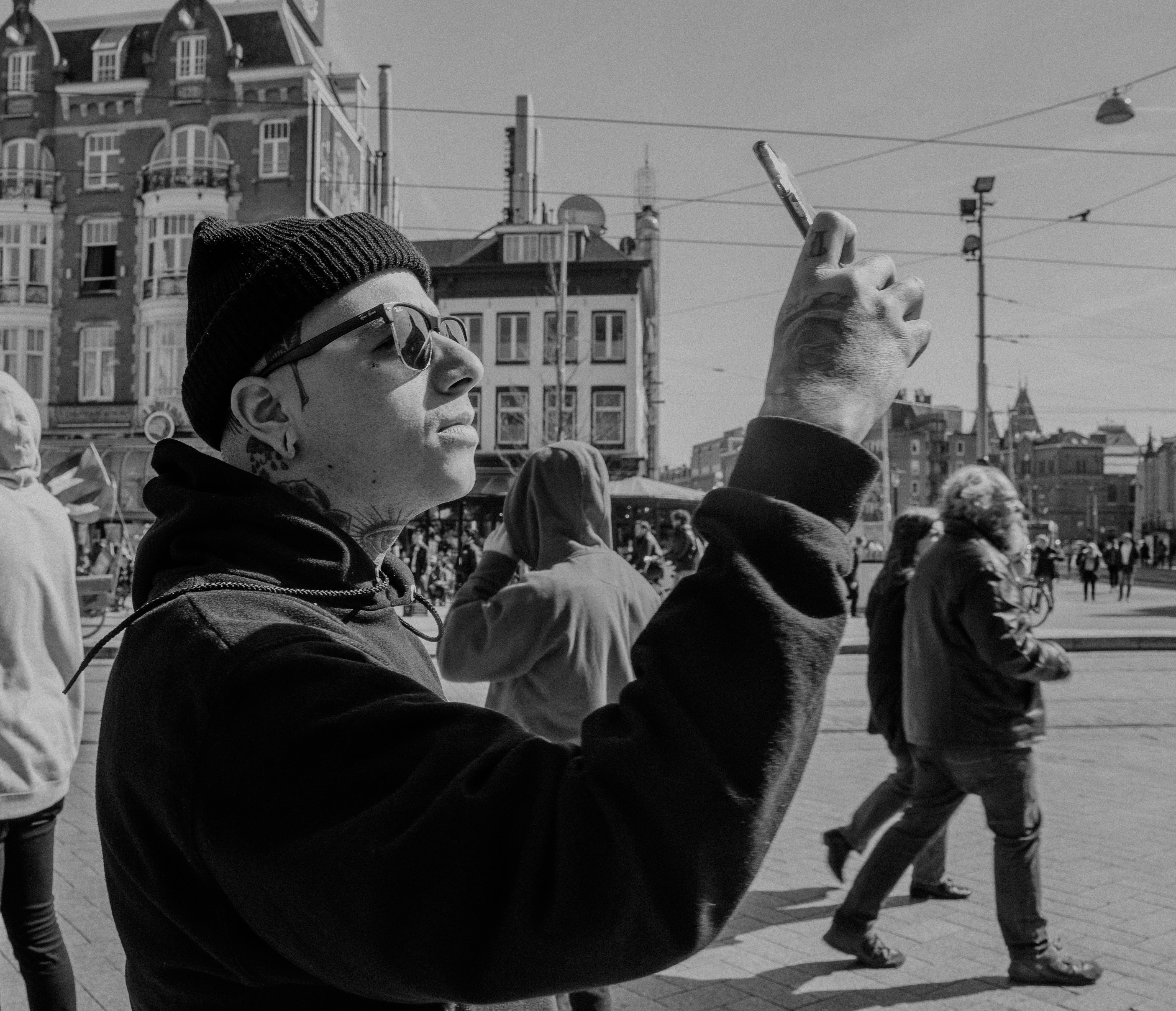 14:58. Panesso takes in the Leidseplein.