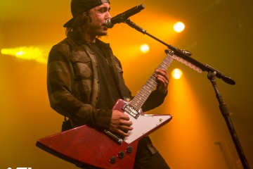 Pierce the Veil frontman Vic Fuentes live in Amsterdam. (c) Jack Parker