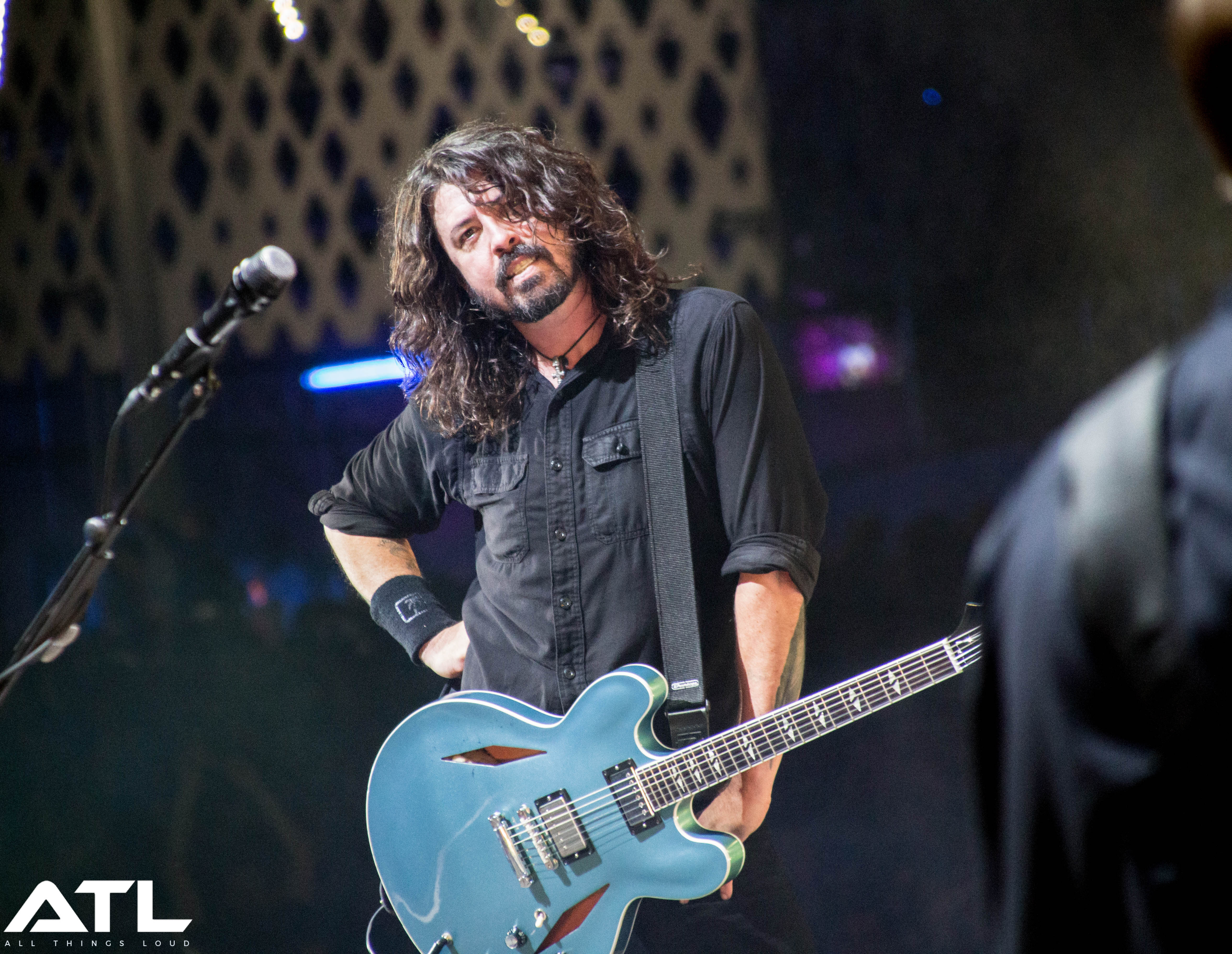 watch foo fighters debut new track live all things loud. Black Bedroom Furniture Sets. Home Design Ideas